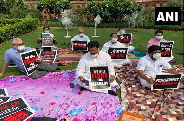 8-mps-suspended-in-rajya-sabha-opposition-protest-in-parliament-premises_optimized