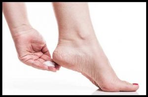 fatti-adiyo-ko-kaise-thik-kare-how-to-cure-cracked-heels--home-remedies-for-torn-ankles-2_optimized