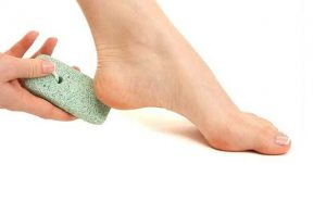how-to-cure-cracked-heels,-winter-ankles-care-remedies-3_optimized (1)